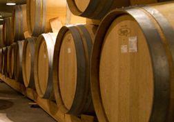 Eikenhouten vaten en wijn